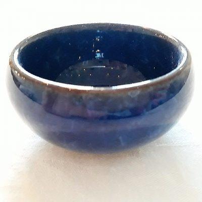 Blå lille keramikskål med krake